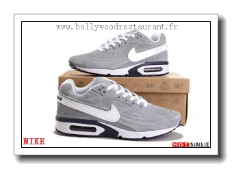 taille 40 d778a f2649 MQ7934 Moins Cher 2018 Nouveau style Nike Air Max Classic BW ...